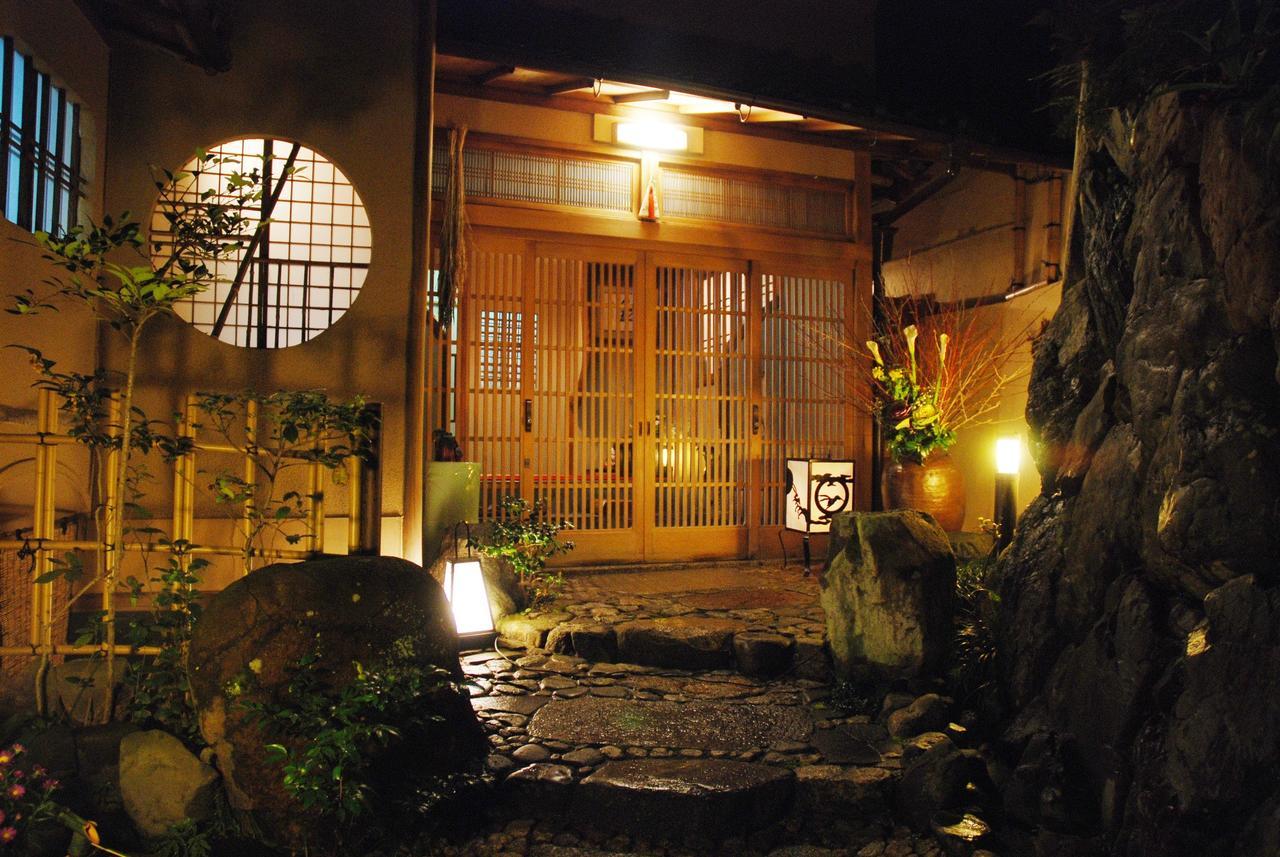 YADOYA MANJIRO